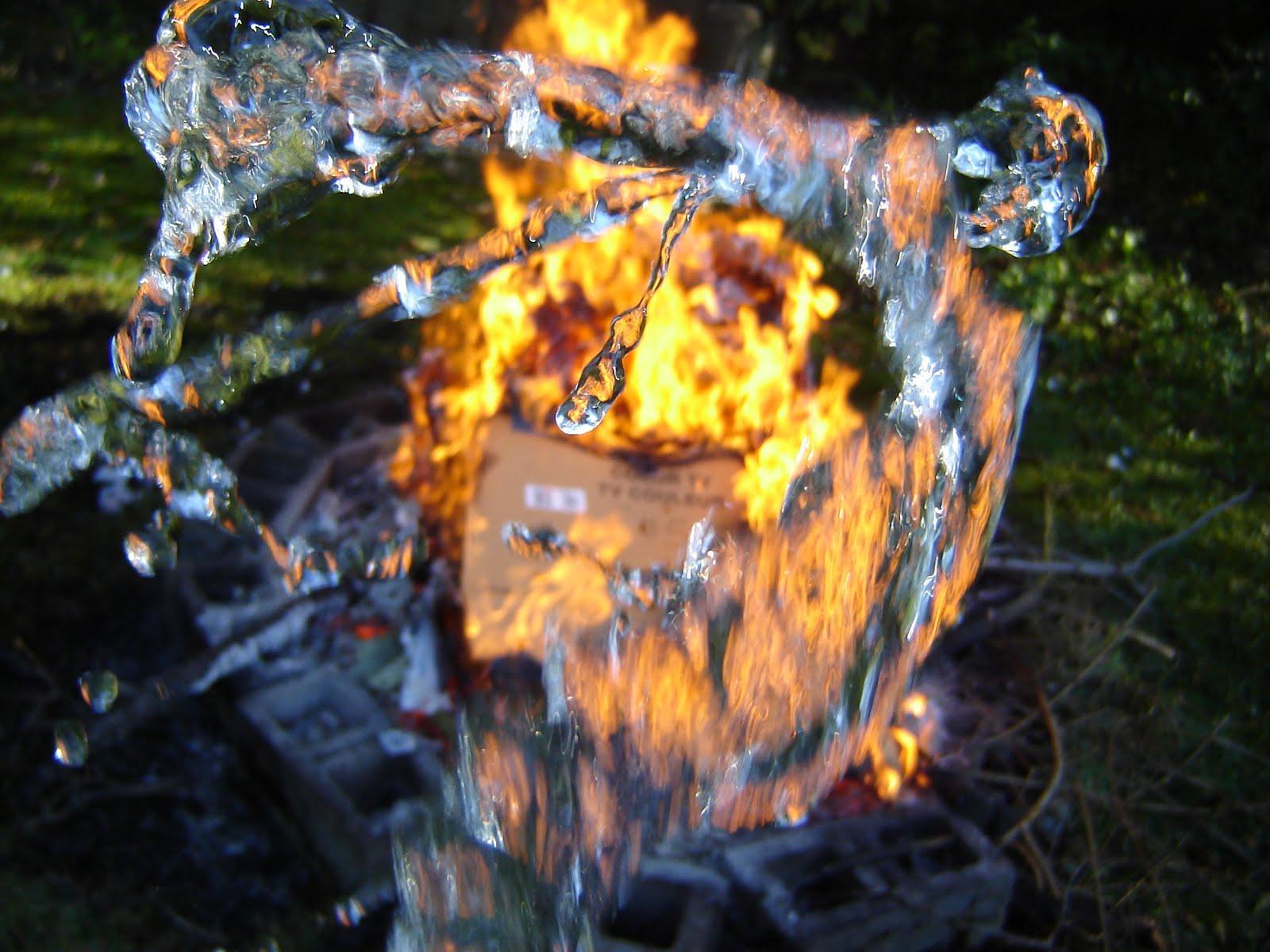 http://1.bp.blogspot.com/_x3gI_qIw9Fg/S8FD2_tiY4I/AAAAAAAAACY/pkjFq68z2cU/s1600/my+backyard+fire+water+(8).JPG