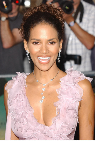 halle berry hairstyles. halle berry hairstyles 2010.