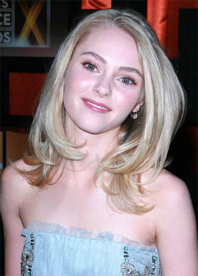 medium blonde hairstyles 2011. straignt londe hairstyle