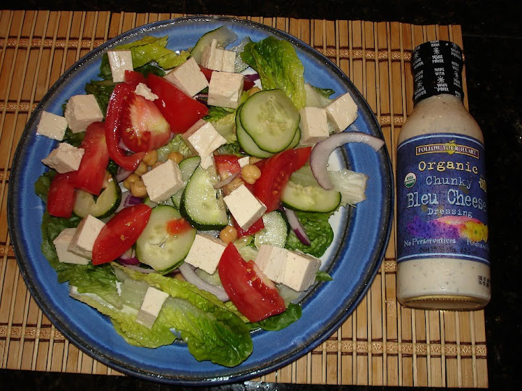 Salad with tofu and chick peas