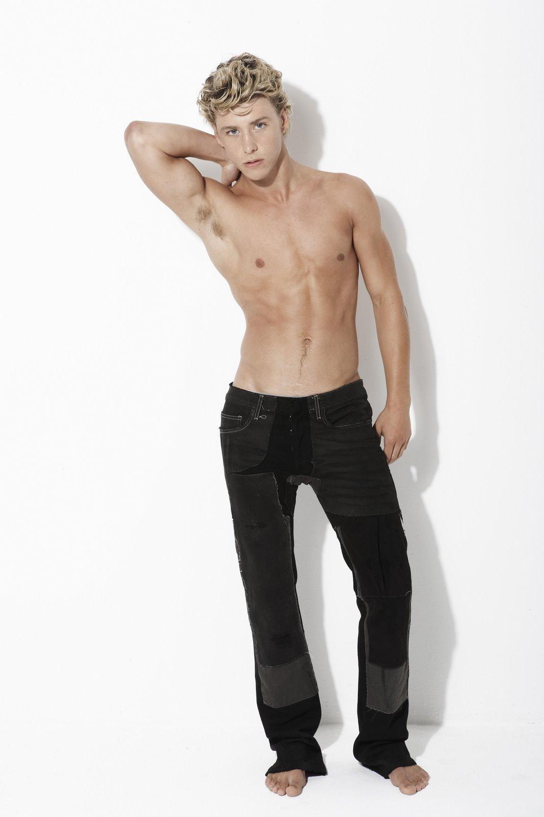 http://1.bp.blogspot.com/_x5J5IT8wOIQ/TERi_l6U-vI/AAAAAAAADVk/cl0viwVwu5U/s1600/painandperfection-Mitch+Hewer+%285%29.jpg