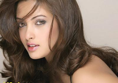 Hot Riya Sen Images