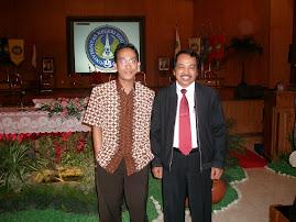 Kepala Pusat Bahasa Depdiknas, Jakarta, Bapak Dandy, Berfoto Bersama Direktur COEC di UNY