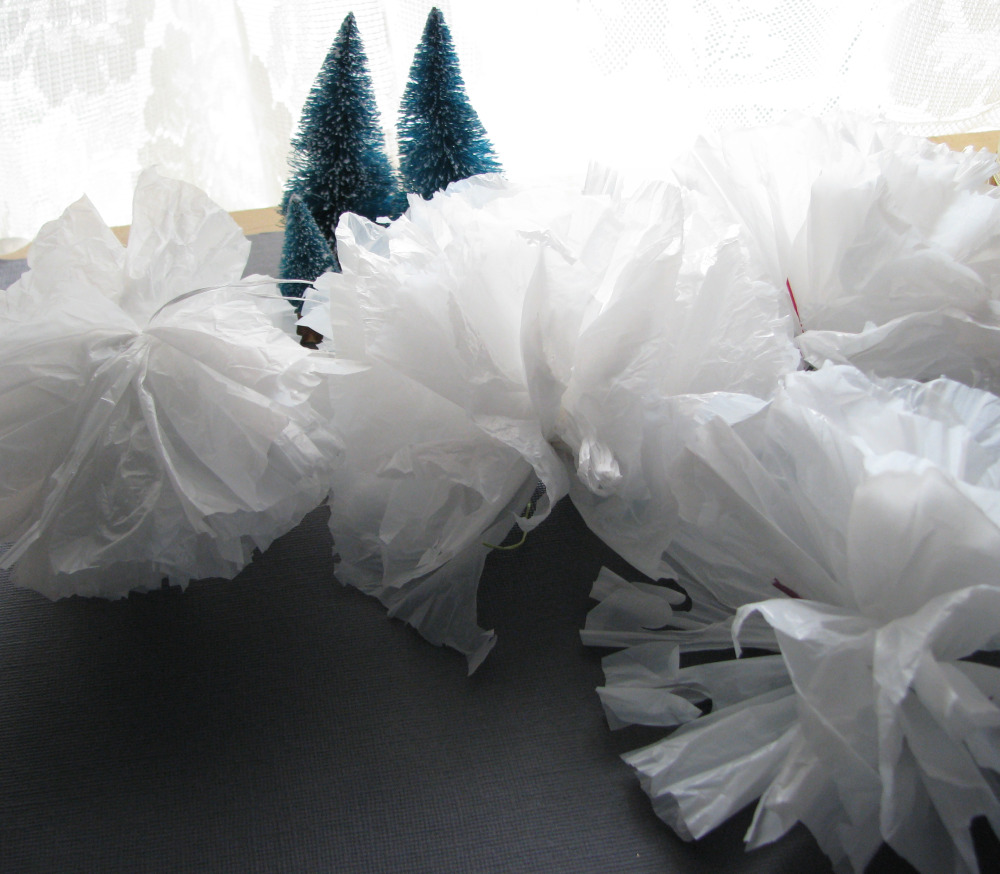 Stacy 39 s thoughts designs 88 do it yourself pictorial for Do it yourself pom poms