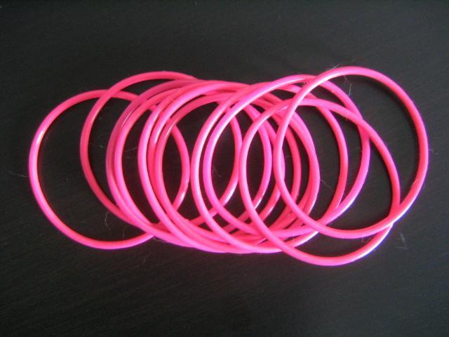 http://1.bp.blogspot.com/_x6rtjvq5PIw/R1NovRE-baI/AAAAAAAABqI/k3Cuvpcw55A/s1600-R/armbandRosaneon.jpg