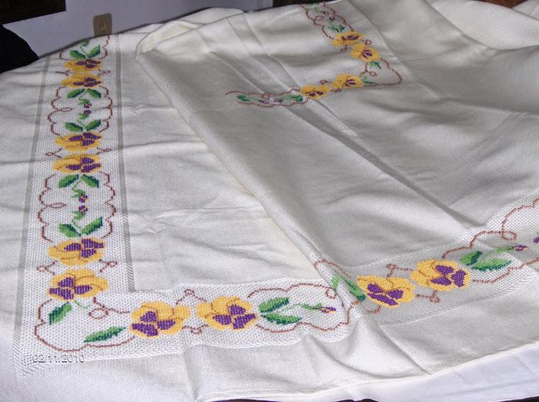 toalha de ponto cruz 2m50 por 1m50   180€