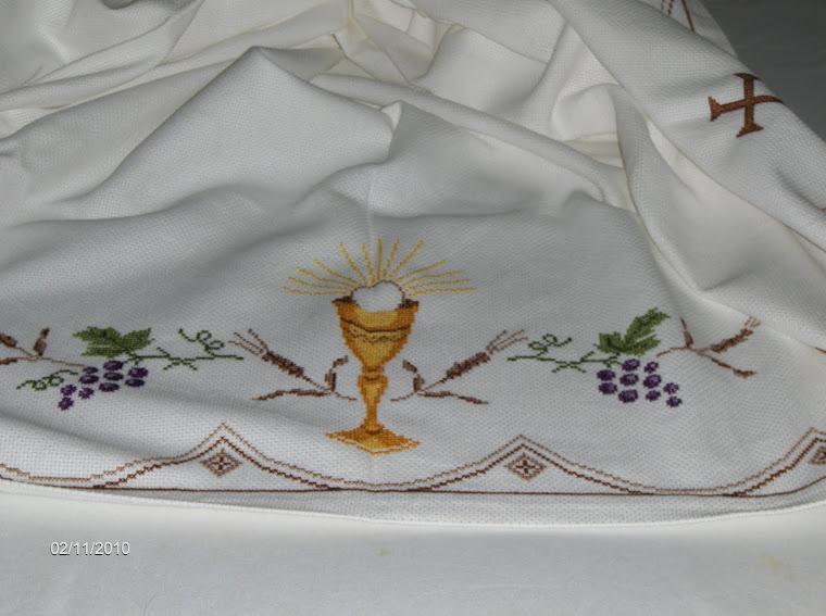 uma toalha de altar que fiz  oferta para uma  igreija
