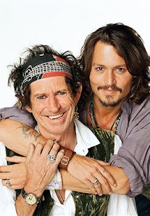 Keith Richards y Johnny Depp (Padre del Capitan Jack Esparot en Piratas del Caribe)