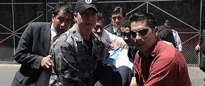 Intento de Golpe de Estado en Ecuador. El ejército libera al presidente Correa del hospital en el que permanecía secuestrado