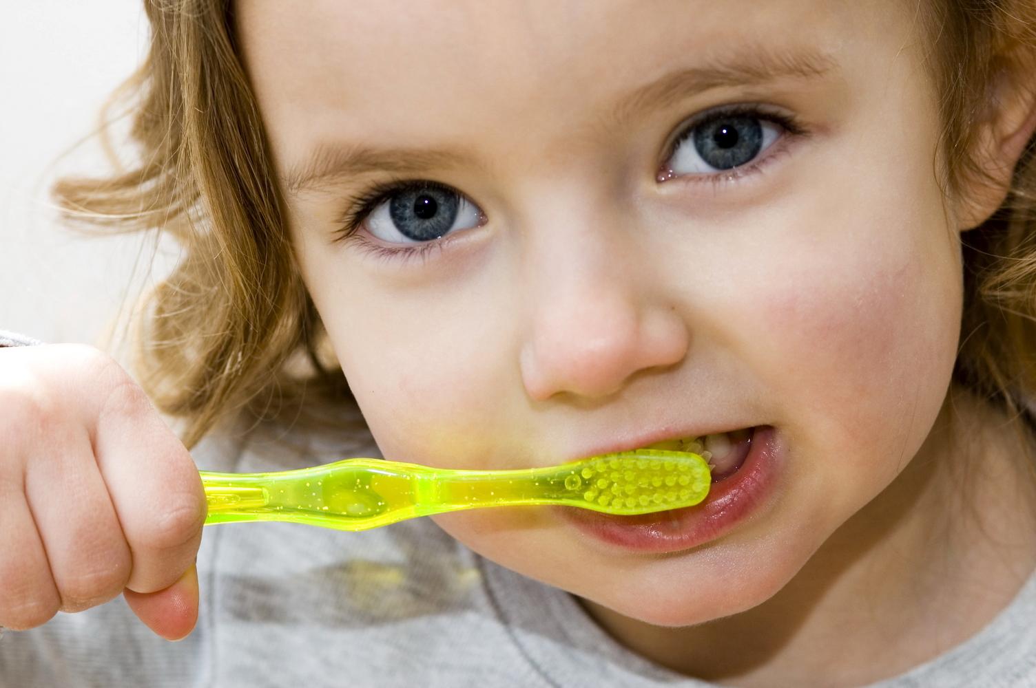 nunca es muy temprano para ensenar medidas de higiene bucal