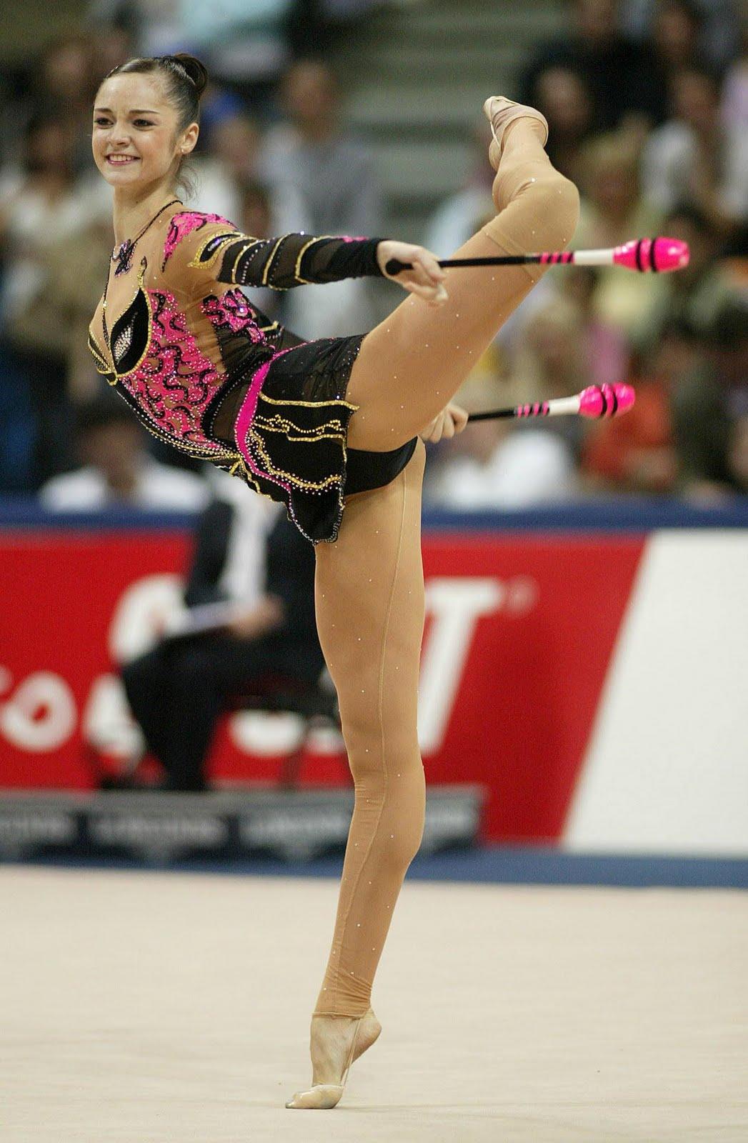 gymnastics spreading http://1.bp.blogspot.com/_xAg0XMI39z4/S8CmO2In6PI/