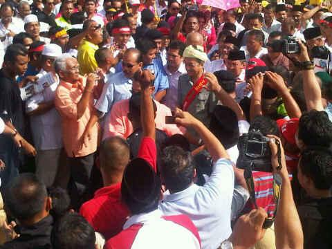 Mahathir at the Kelantan Perkasa rally -- pix by Parpukari