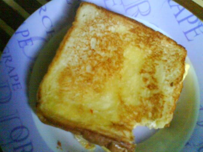 Roti Bakar Telur