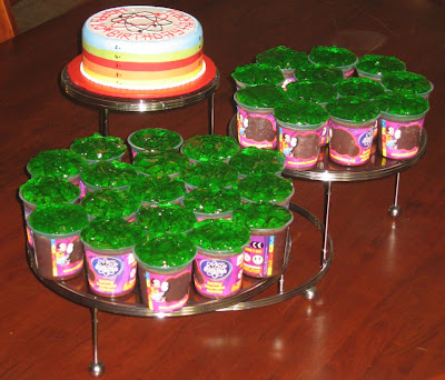 Science Theme Birthday Cakes http://nadia-zucchelli.blogspot.com/2009/04/mad-science-slime-cake.html