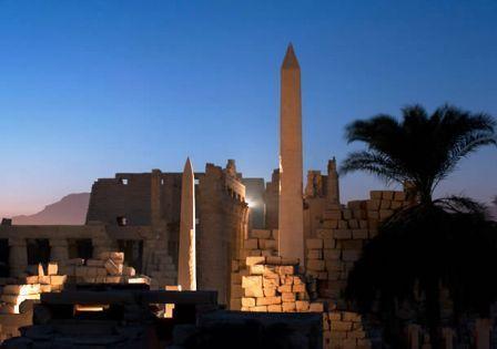 [Imagem: Obelisco+de+Hatshepsut+-+Karnak.jpg]