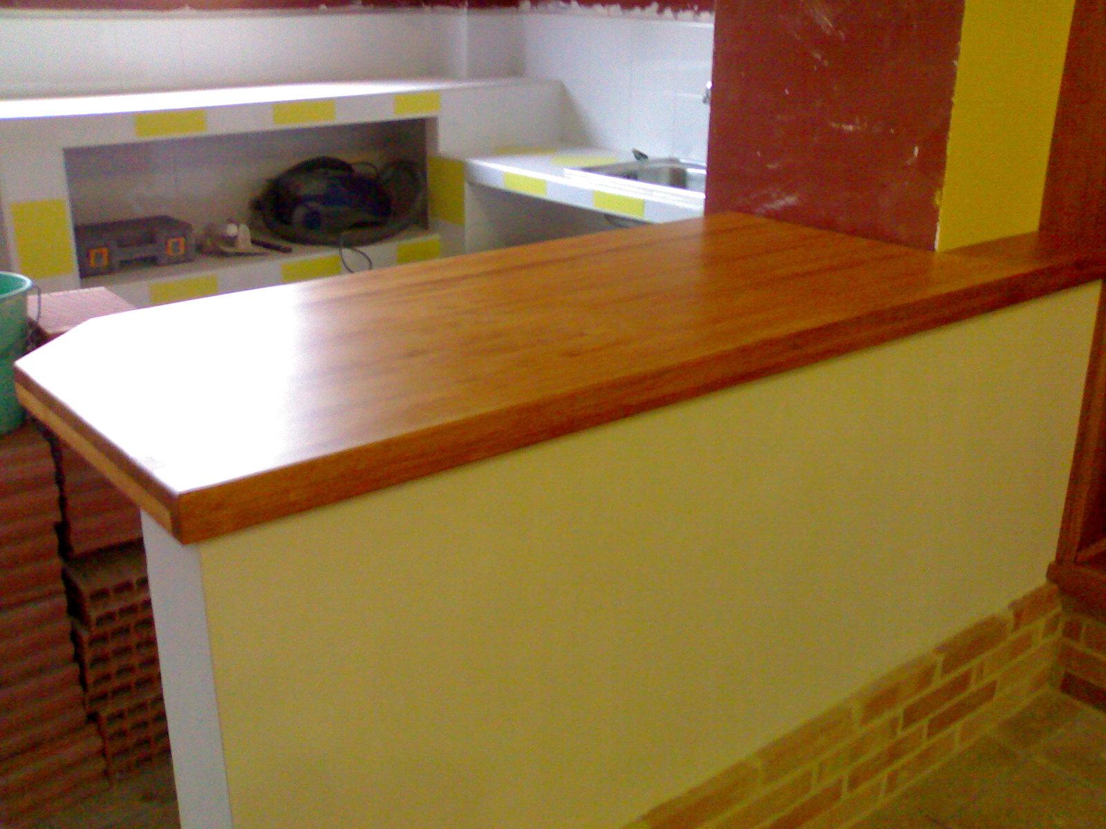 Mqmadera interiores en santa pola elche alicante reformas for Barra cocina madera
