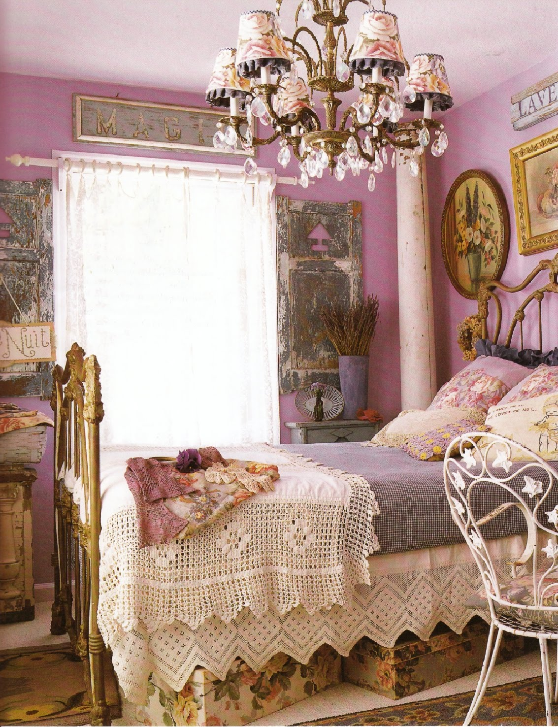 Via rock candy blog vintage shabby chic furniture and for Schlafzimmer vintage