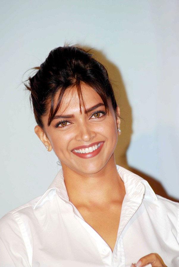 deepika padukone dazzling actress pics