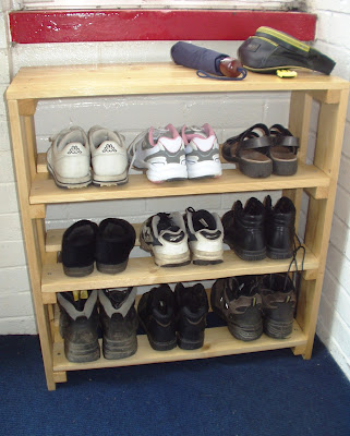 Life after money my home made shoe rack for Shoe rack made from pallets