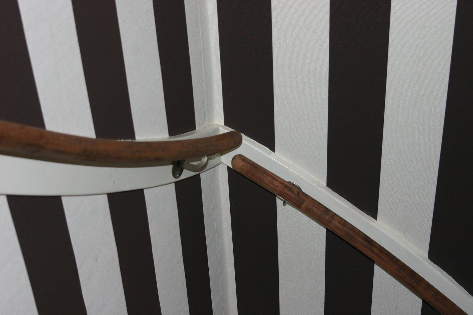 Casa victoria behang in traphuis 1 op 1 for Trapgat behangen