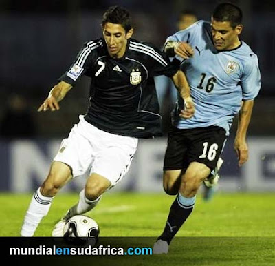 Uruguay puede llegar lejos en el Mundial según el polifuncional Maxi Pereira