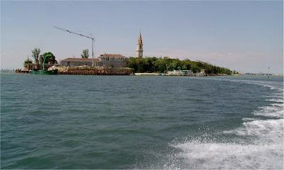 http://1.bp.blogspot.com/_xJRQ2fueXbY/Sv4-lcXX0PI/AAAAAAAABec/OSYjzcPlb48/s400/poveglia-island-history-haunted.jpg