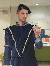 Costum din sec. al XVI-lea într-un muzeu în Edinburgh