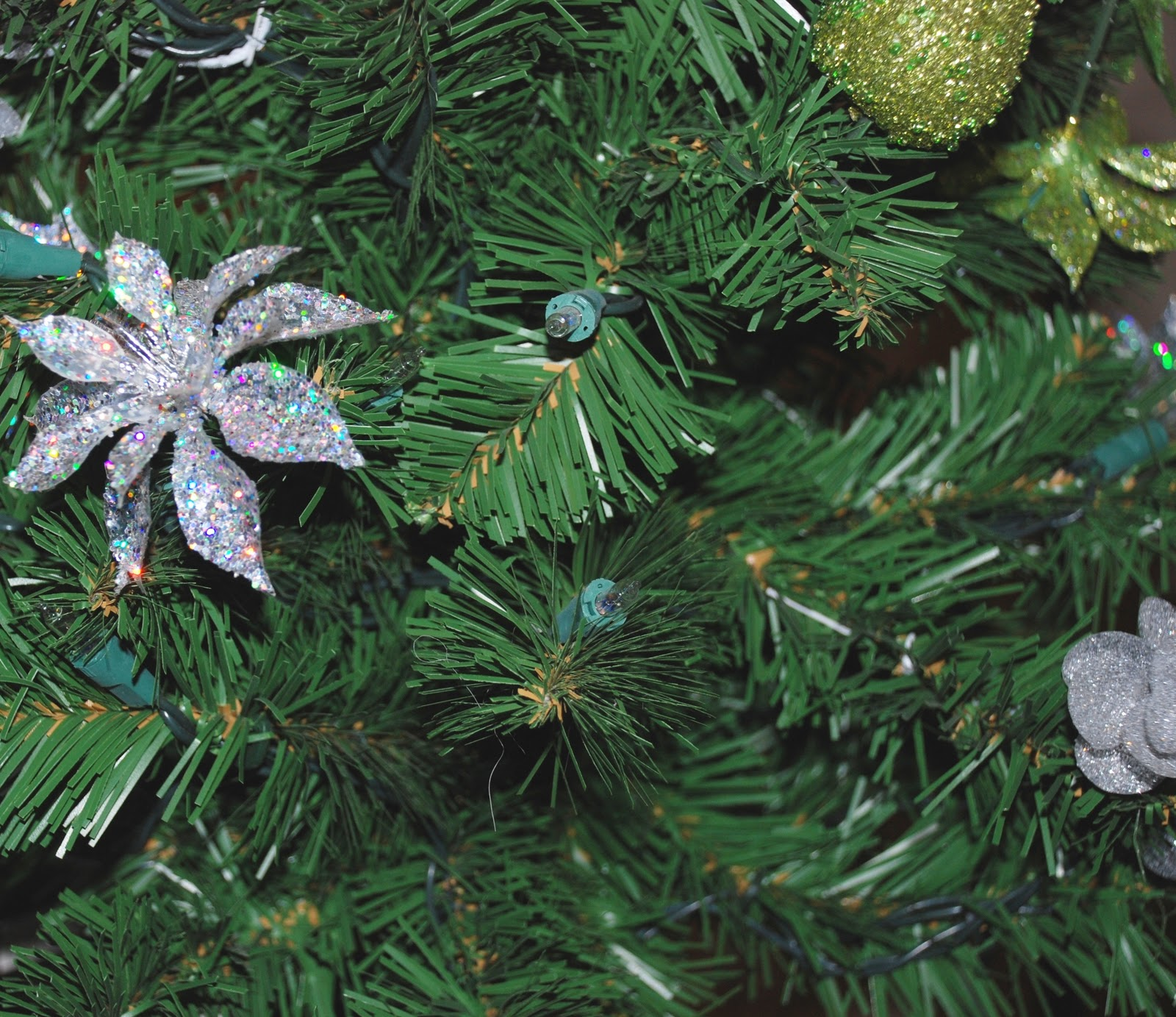 Design Your Life: Decorate Your Christmas Tree Like A