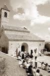 L'Església de Malla acollint la festa del bestiari mallenc