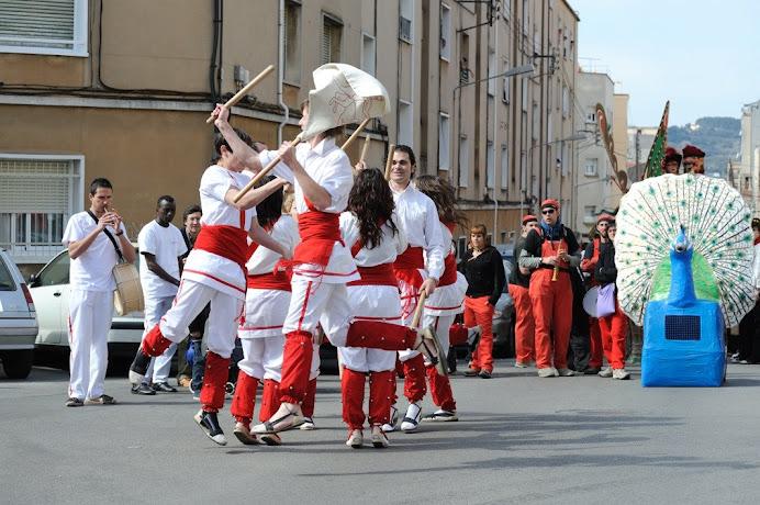 Bastoners de Malla dansant a Can Palet (Terrassa), 22-3-09