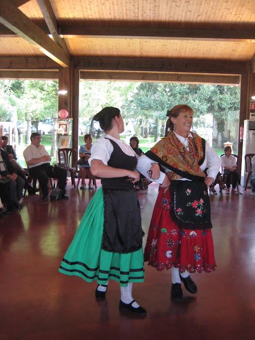 Les noies de Becerril dansant a El Prat Verd