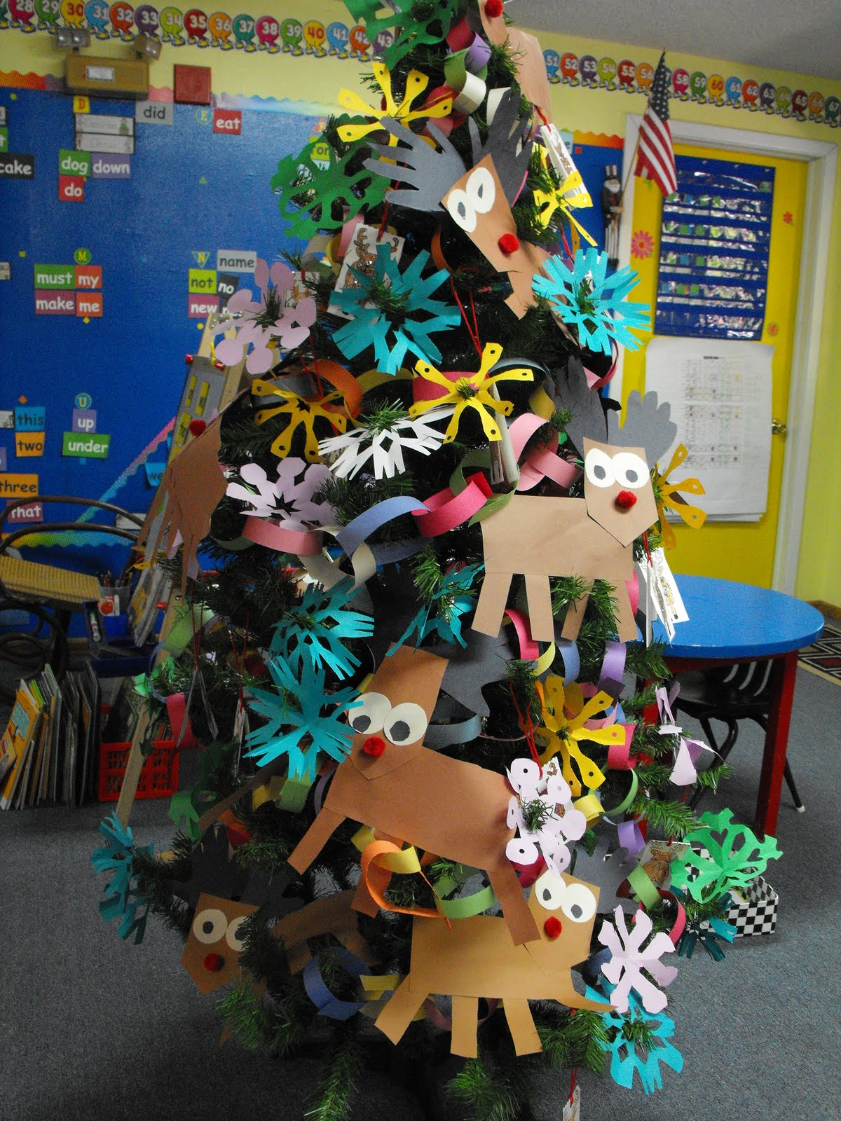 Completed Christmas Tree on 2015 December Calendar With Penguins