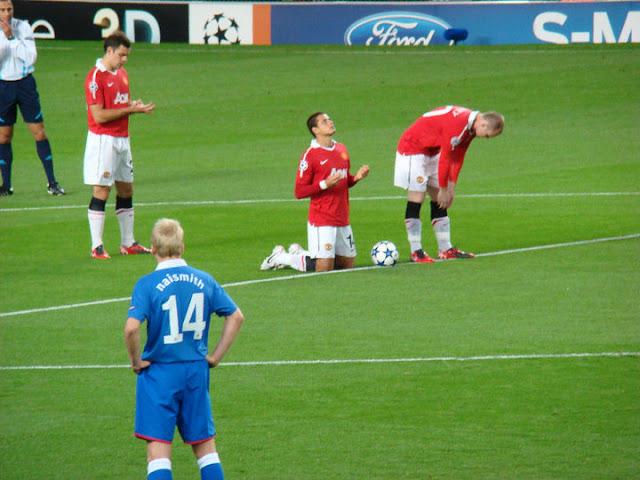 Chicharito prays before the start of every match