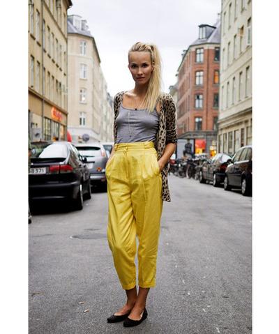 [yellow+pants]