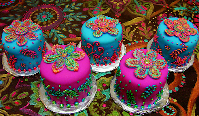 Toxiferous Designs: Henna Inspired Cakes and Cupcakes