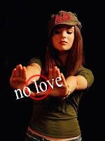الحب يجعلك اسيرا لوهم انت صانعه..لااستطيع الحب