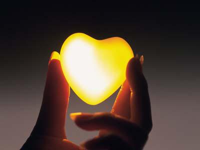 قلبي بين يدي..وحبي الان ملكي..وانا معك املك العالم