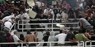 Hooliganisme Torcida_hajduk_aek_337426S1