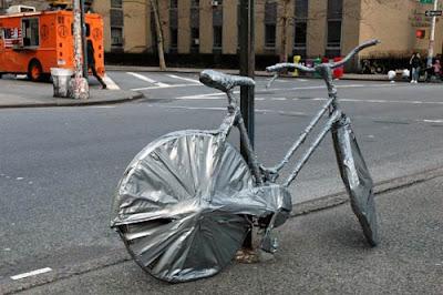 cinta - Si se mueve es que no has puesto suficiente cinta Duct+Tape+Bike