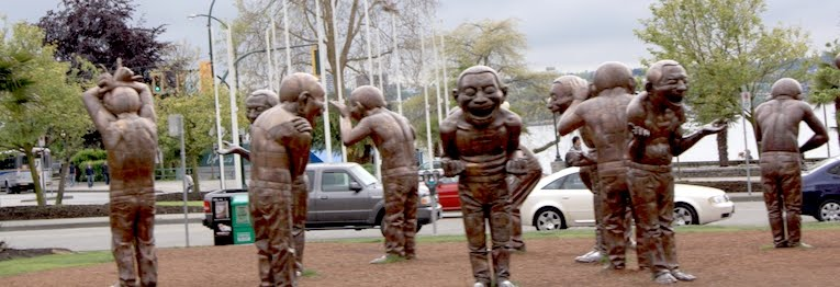 downtown vancouver statues nains