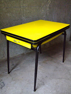 vintage bazar table cuisine formica jaune ann e 60. Black Bedroom Furniture Sets. Home Design Ideas