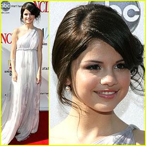 ::.Albumcito de Emm.:: Selena-gomez-2008-alma-awards