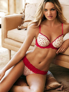 Candice Swanepoel is very sexy in lingerie