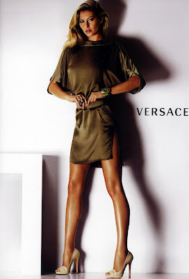 Gisele Bundchen looking sexy in Versace