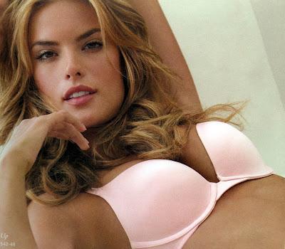 Sexy Alessandra Ambrosio in lingerie