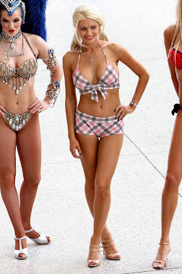 Sexy Holly Madison in a bikini