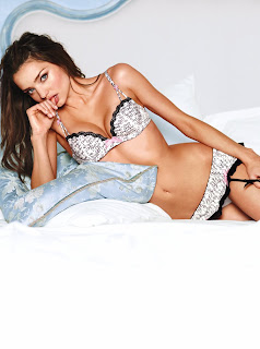 Miranda Kerr lingerie pics are incredibly sexy