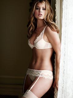 Doutzen Kroes looks awesome in lingerie