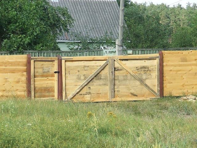 Деревянные ворота и калитка