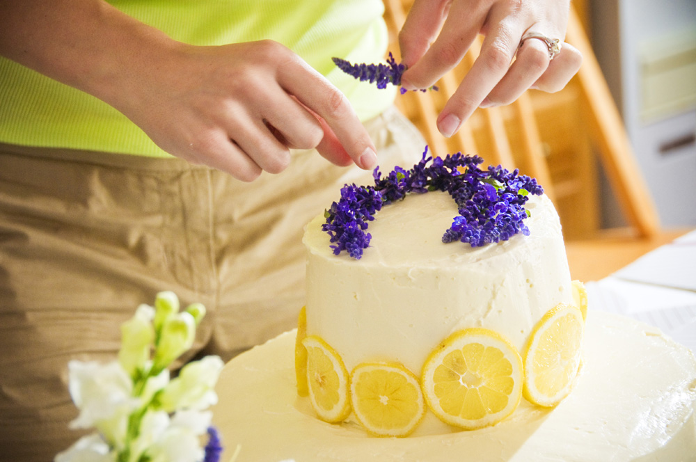 Carla\'s Tasty Treats: Guest Post: Stef\'s Wedding Cake by Ruthie
